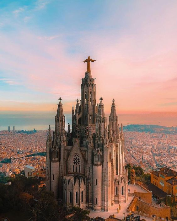 """There's no view of Barcelona that quite compares to overlooking the city from the highest peak of Mount Tibidabo. "" 😍 Follow us ➡ VISION Destinations for more luxury travel inspiration. 📸 @davide.anzimanni 📍 Templo del Tibidabo, Barcelona #visiondestinations #barcelona #travel #photography"