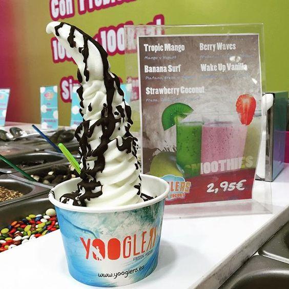 """@yooglerssevilla's photo: """"Buenas tardes yoogleros!!! Que día tan bueno, que calor en Sevilla, que buen momento para venir a por tu #yooglers !! 45 toppings y 8 bases de yogurt para combinar a tu gusto!!! Aquí te dejamos la tarrina de nuestro mejor cliente, que no ha podido desaprovechar esta pedazo de tarde para hacernos una visita!! Anímate tú también!!!❤️"""""""