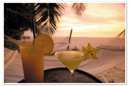 Sta per iniziare il weekend, come lo passerete? Golden Hour in spiaggia? Vi auguriamo di sì! Buon fine settimana a tutti. :)