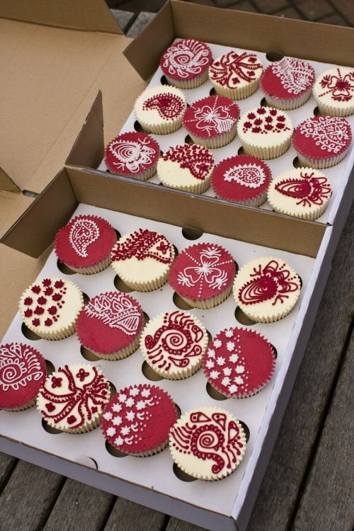 Filigree Cupcakes, The Cupcake Blog: Red and White Henna Cupcakes