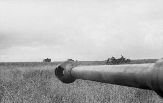 Bundesarchiv_Bild_101I-022-2950-15A,_Russland,_Panzer_im_Einsatz