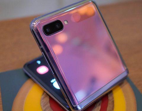 سعر جلاكسي Z Flip القابل للطي في السعودية Iphone Samsung Samsung Galaxy