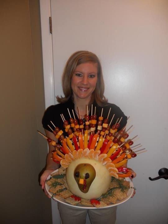 Turkey shaped fruit and veggie tray lets do this for our thanksgiving at work: