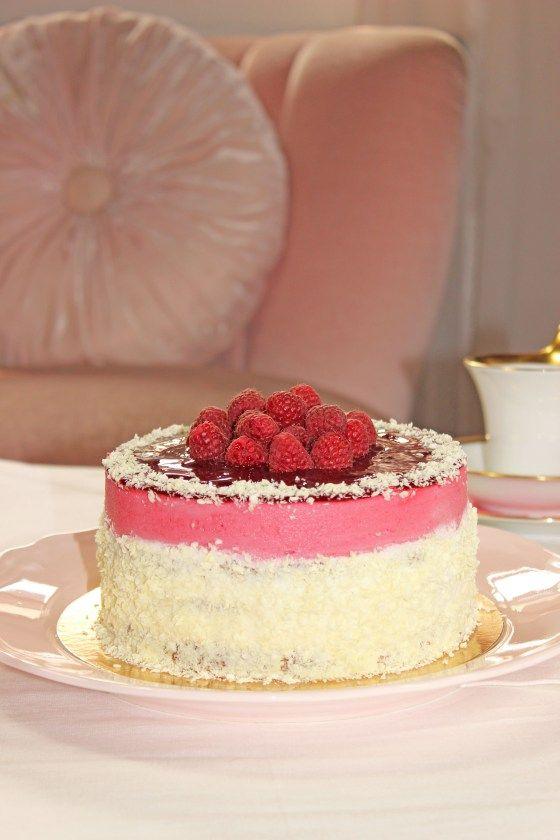 Es ist wieder einmal Zeit für eine Geburtstagstorte hier auf meinem Blog. Vor einigen Tagen war meine liebe Mama die Glückliche. Zum 81. Mal (!) feierte sie ihren Geburtstag und natürlich waren all...
