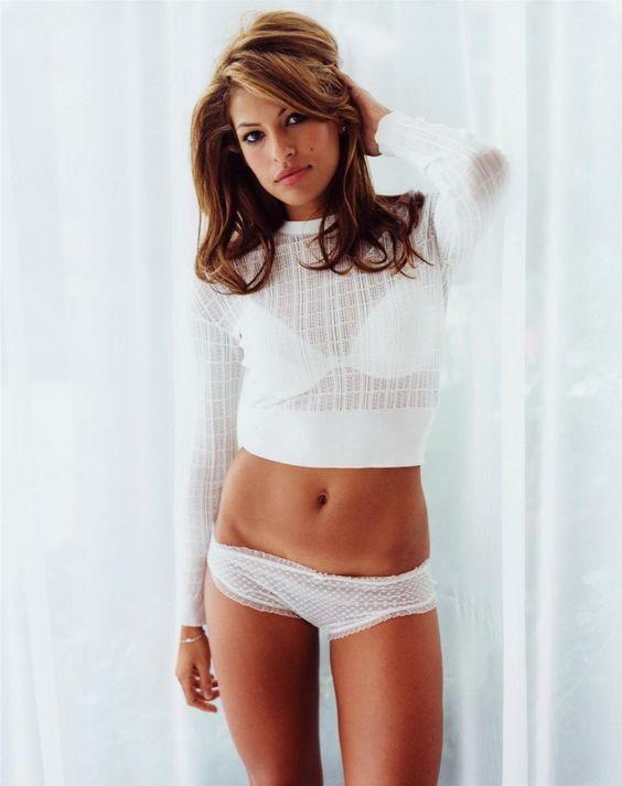 Eva Mendes, se ve hermosa de blanco