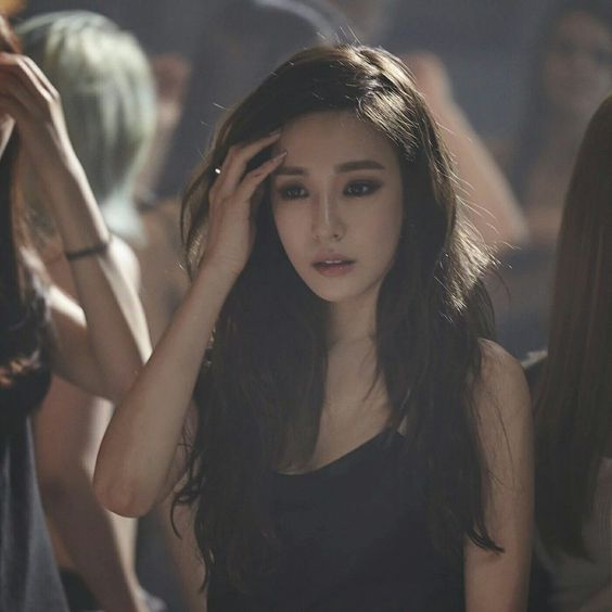 "Tiffany Hwang (Girls' Generation/ SNSD) - ""Heartbreak Hotel"" She's so pretty"