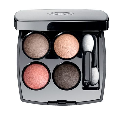 Les 4 Ombres de Chanel http://www.vogue.fr/beaute/shopping/diaporama/les-20-palettes-de-maquillage-du-printemps-fards-a-paupieres/20143