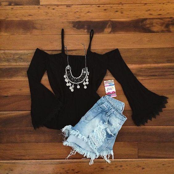 Blusa ciganinha, manga flare + short jeans cós Altinho ! Look Elite disponível ! Comprinhas pelo whats (44) 8822-8317