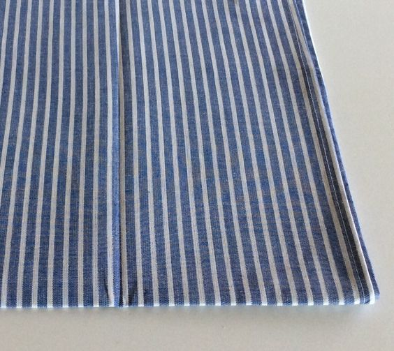 Canovaccio in cotone colore azzurro righe bianche.