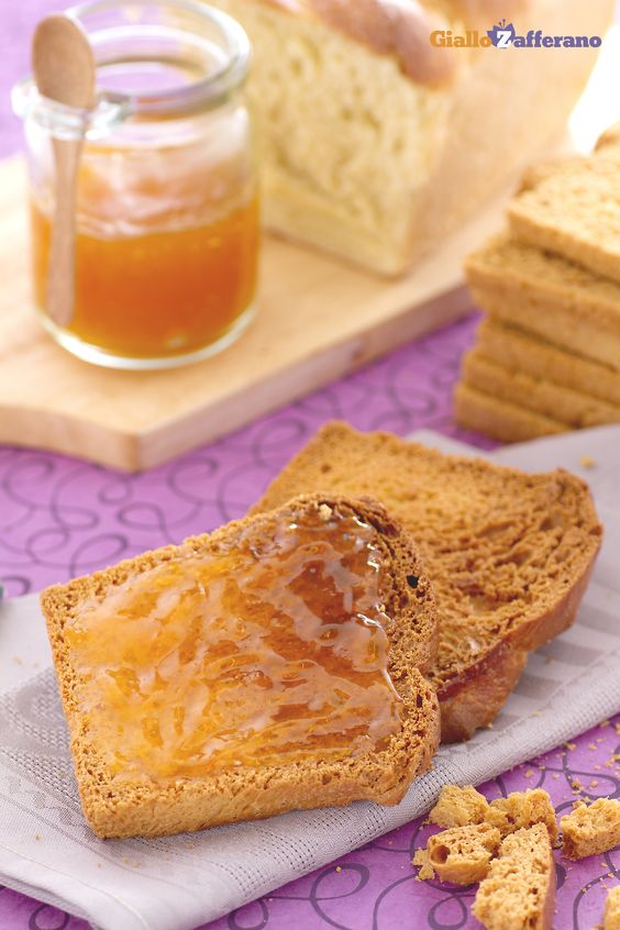 Le FETTE BISCOTTATE (melba toasts) sono un alimento tipico della prima colazione all'italiana. #ricetta #GialloZafferano #italianfood #italianrecipe