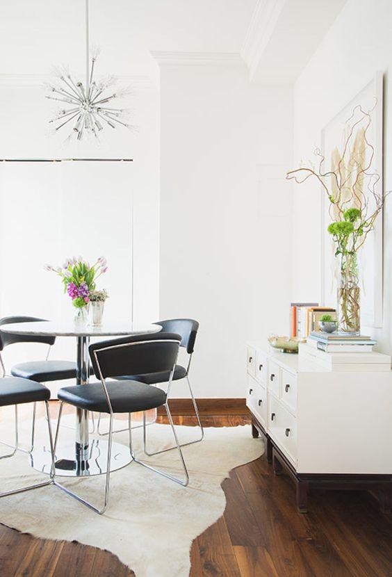 Photography: Claire Esparros - instagram.com/claireesparros/ Design: Homepolish Interior Designer Justin DiPiero - hmpl.sh/1NzQR8d Read More on SMP: http://www.stylemepretty.com/living/2015/07/24/lo-bosworths-downtown-dream-home/