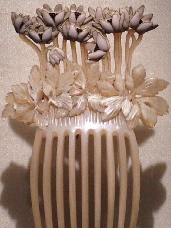 Lalique 'Anemones' Comb, 1900: horn/ gold/ enamel | Gulbenkian Museum, jessewaugh.com
