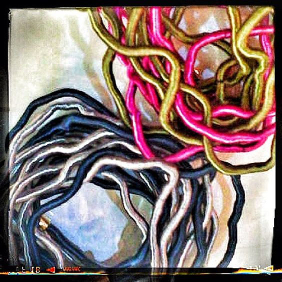 Hilos, enredos, color, dúos #etnochic #moda #loultimo descúbrelo en nuestra tienda del Centro Paseo El Hatillo.