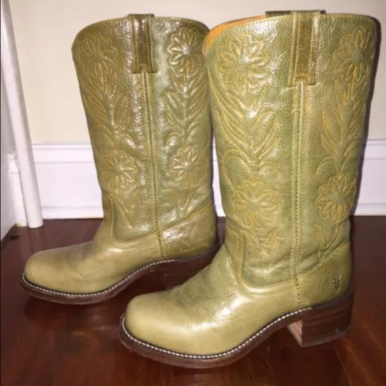 RARE FRYE EMBROIDERED BOOTS SZ 8.5 Perfect condition rare FRYE BOOTS. Perfect for FALL Frye Shoes Heeled Boots