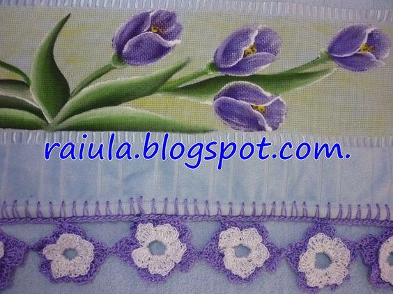 Toalha de banho pintada com barrado de flores de crochê