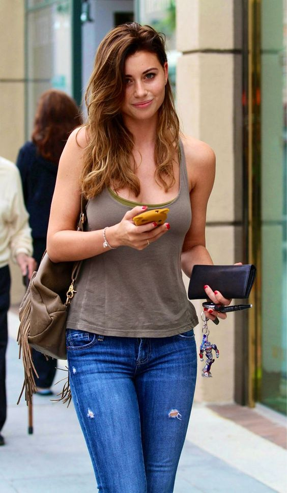 Aly Michalka a very beautiful woman. Aly Michalka's natural hair color is light brown. Aly Michalka blond, caramel, brown hair the color of love. But blonde hair look old. I think it's wonderful coffee-caramel...