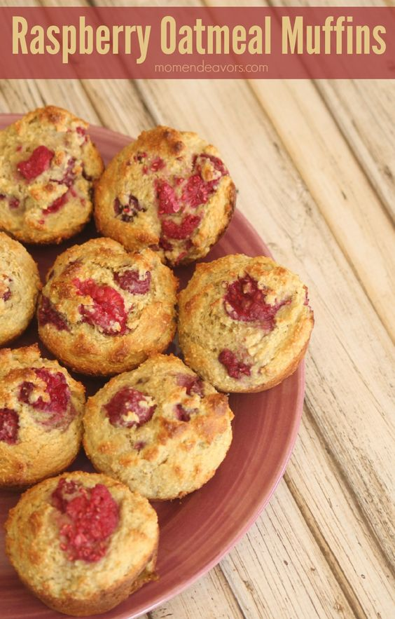 Raspberry Oatmeal Muffins via momendeavors. Gluten free, oil free, and delicious!