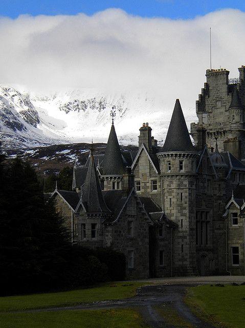 Highlands Castle, Loch Laggan, Scotland ~ photo via saita