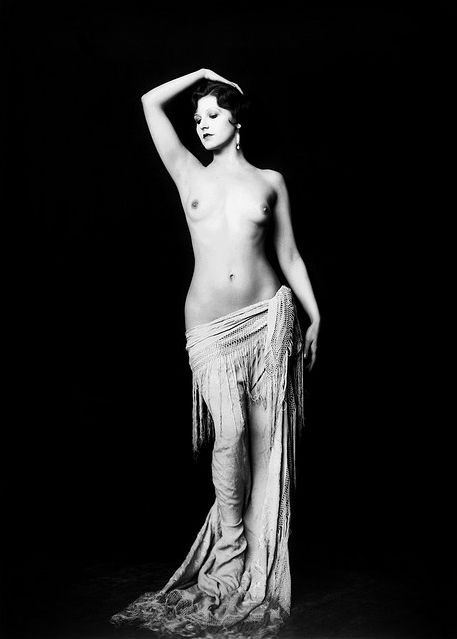(photography) Ziegfeld girls, as captured by Alfred Cheney Johnston. Iconic.