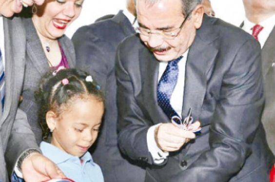 Presidente Medina Inaugura En Azua Cinco Escuelas