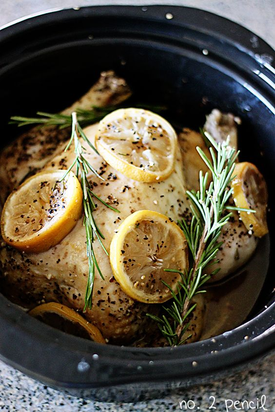 Slow Cooker Lemon Garlic Chicken - find great recipes on www.whenangelscook.com