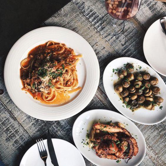 「 : 這一桌很南歐,是大家的美好回憶 -  會想起馬德里的炒蘑菇、在蘭布拉大道喝到酒醉的Sangria、聖托里尼章魚腳和義大利的波隆那  還好這些可以帶我神遊一下 」