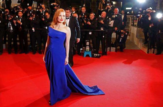 VESTIDOS 2014 - 14 - MAYO: JESSICA CHASTAIN Uno de los looks más recordados de Cannes de este año fue el vestido azul eléctrico de Atelier Versace que lució Jessica Chastain en el estreno de su película, The Disappearance of Eleanor Rigby.