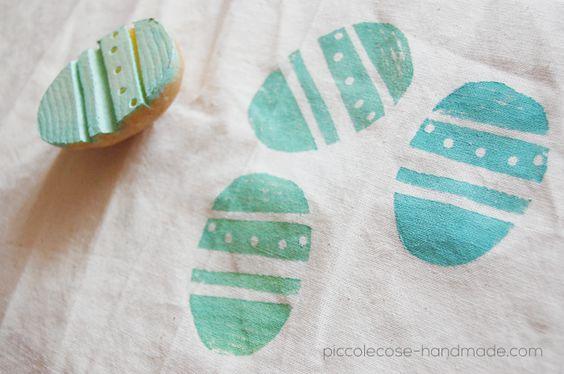 Piccolecose: DIY tessuto stampato con un PATATUOVO (timbro a forma di uovo realizzato con una patata):
