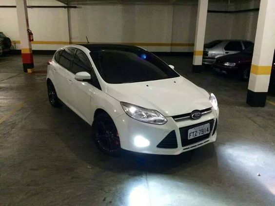 White And Black Ford Focus Mk3 Ford Carros Louco Por Carros