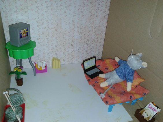 ... Lego. Behang en vloer zijn van knutselpapier. Een zelfgemaakt