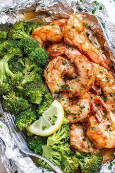 Baked Shrimp and Broccoli Foil Packs with Garlic Lemon Butter Sauce