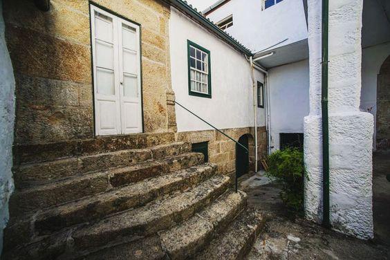 Secret places  XVII century house  Casa do Outeiro Tuias  @bookingcom @airbnb @tripadvisor @trivago  #architectureporn #archilovers #architecture #archi #homedecor #homedesign #oldhouse #century #centuryhouse #centuryhome #tongobriga #rotadoromanico #tamega #vacation #vacaciones #decoration #portugalcomefeitos #portugalalive #portugal_lovers #portugal_de_sonho #douro #dourovalley #archidaily #architecturelovers #historical #historicalhotel #airbnb #airbnbphoto #trivaGO by casaouteiro.tuias…