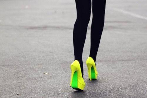 Love the neon on neon!: Neon Heels, Yellow Green, Street Style, Neon Pumps, Black Tights, Neon Shoes, Shoes Shoes, Neon Yellow