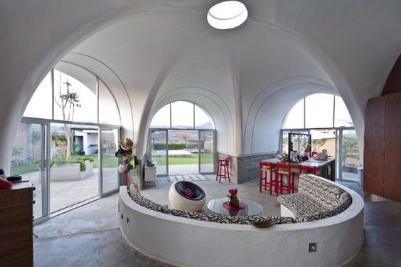 Um conjunto de estruturas recicladas feitas de fibra de vidro deu origem a uma casa cheia de personalidade em Tlayacapan, a uma hora da Cidade do México, originalmente desenhada nos anos 70 pelo arquiteto mexicano Juan José Diaz Infante! Clique para saber +