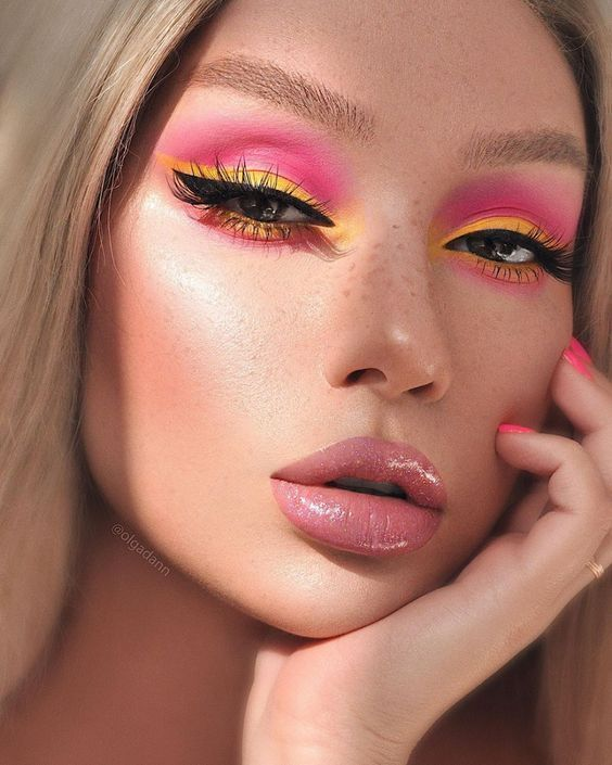 Pin By Paris Smith On Makeup In 2020 Yellow Eye Makeup