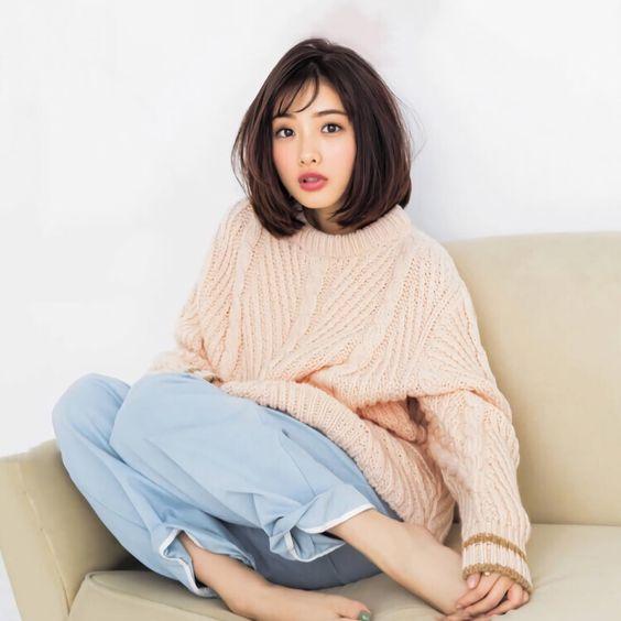 大きめのセーターが可愛い石原さとみ