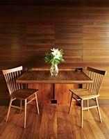 位於緬因州的自然系建築,這是SPAN Architecture 事務所的作品「August Moon」。深受Frank Lloyd Wright 建築大師的影響,以自然系風格將本地景觀融入建築內,完成中式茶屋、法式教堂等整體空間的規劃,相當特別的作品。 via SPAN Architecture