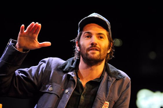 NEW: Jim Sturgess answers the most pressing of questions: how mush IS a pint of milk? (He said 50p). #AAEmpireLive (x)