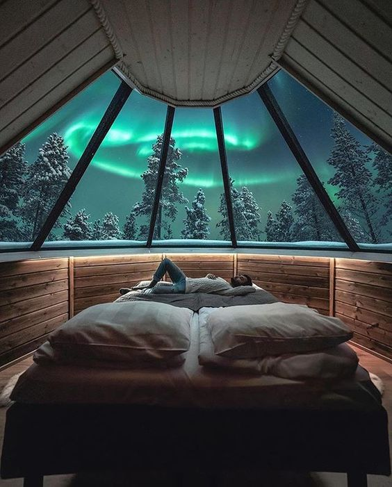 Can you imagine falling asleep under the majestic dancing skies🌌 of the Northern Lights? 😍 | Photos by © (@visualsofjulius) #earthofficial