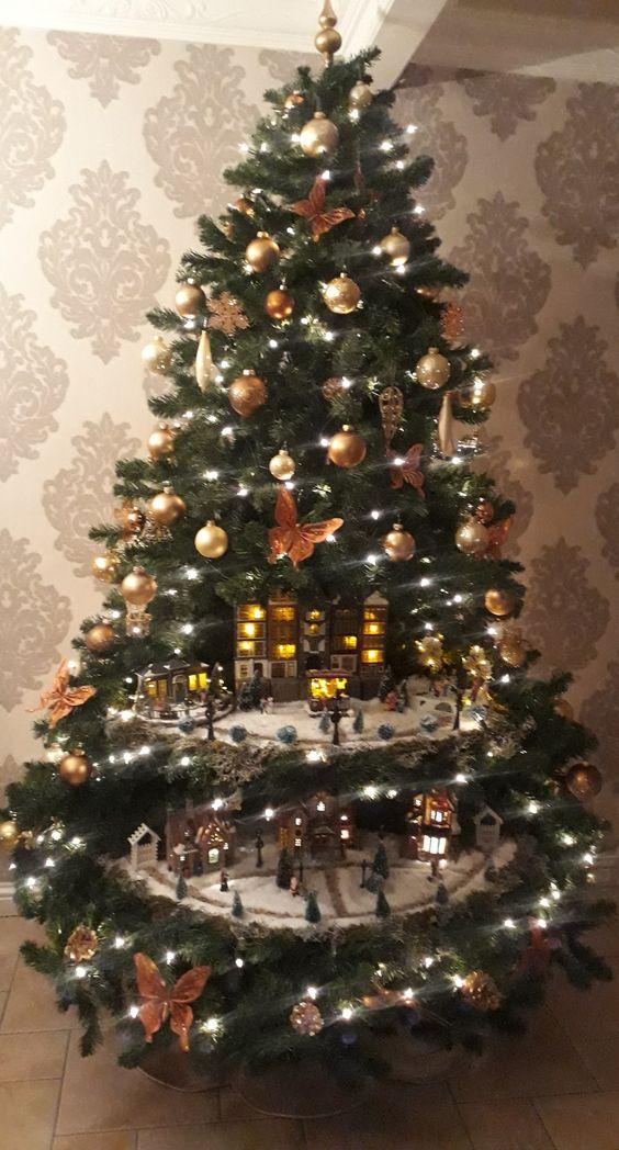 half kerstboom, half kerstdorp
