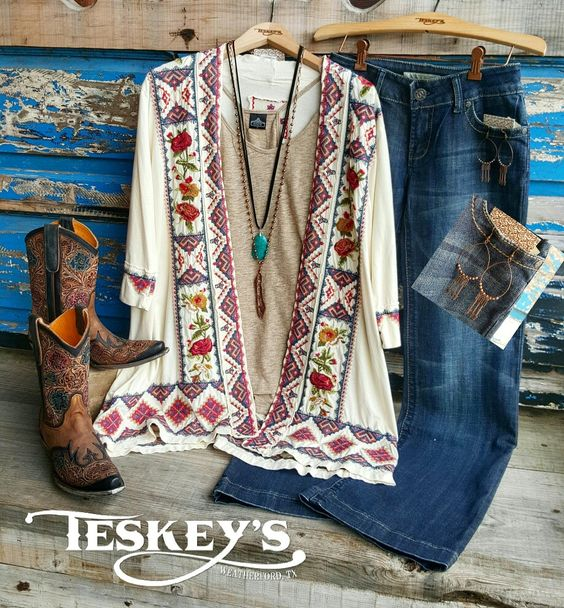 💥Outfit of the day!  Brought to you by Johnny Was! ➡Only two cardigans left!  XS and S: $189.99 ➡Old Gringo Abelina Honey: $789.99 ➡Earrings: $11.99 ➡Necklaces: $24.99 & $27.99 *All sales final* -Message for invoice!  #Teskeys #boutique #OOTD #Outfitofth
