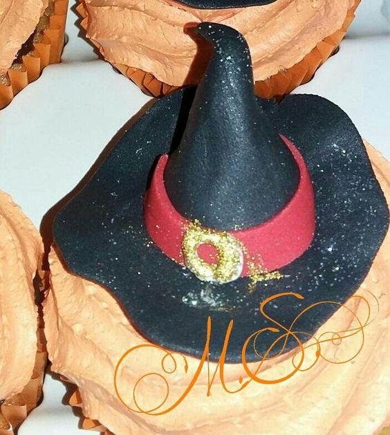 Cupcakes Halloween - criados por Sheila Rocha - Ainda da tempo de encomendar os seus Ligue. http://merciasantana.blogspot.com.br/2015/10/cupcakes-halloween-criados-por-sheila.html