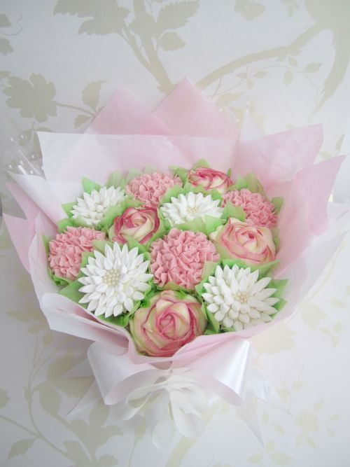 Medium peach and pink beautiful cupcake bouquet Online course at www.mrsbakerscakes.co.uk/bouquetcourse.html