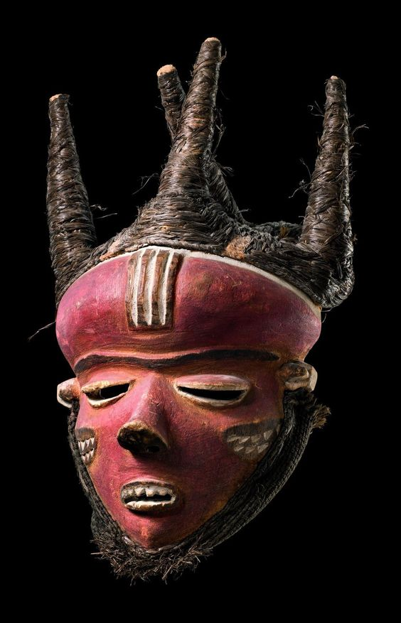 "Africa | Mask ""phumbu"" from the Pende people of Congo 