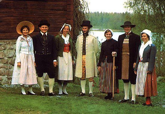 Östergötland, 5 socknar. Fr. Left: Womens outfit Svinhult; Mens outfit Ydre; Womens outfit Kinda; (Mens outfit Kinda) Womens outfit Vånga; Mens outfit Vånga; Womens outfit Skedevi.