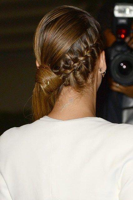 cliomakeup-coda-cavallo-idee-originali-capelli-lunghi-jessica-alba-treccia-laterale-2