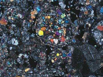 Cross-polarized light image of a thin section of the Carancas meteorite