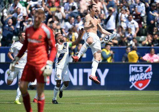 Kwa Uwezo Huu Muacheni Zlatan Ajifananishe Na Red Wine Millardayo Com La Galaxy Zlatan Ibrahimovic Usa Today Sports