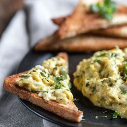 Scrambled Eggs With Herbs and Fried Toast