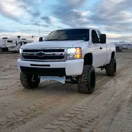 silverado 1500 4 door lifted truck mitula cars white chevy truck like a boss pinterest. Black Bedroom Furniture Sets. Home Design Ideas